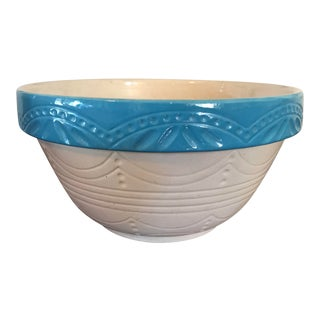 1950s Country Farmhouse Ivory and Blue Pottery Bowl For Sale