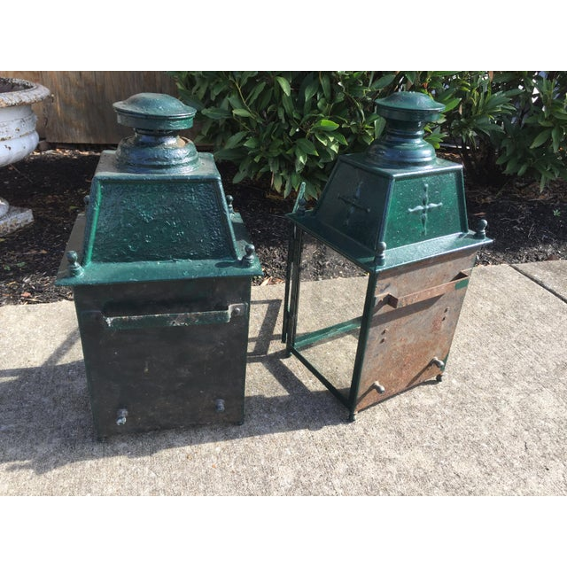 French Green Metal Exterior Wall Lantern, C.1900 - a Pair For Sale - Image 4 of 10