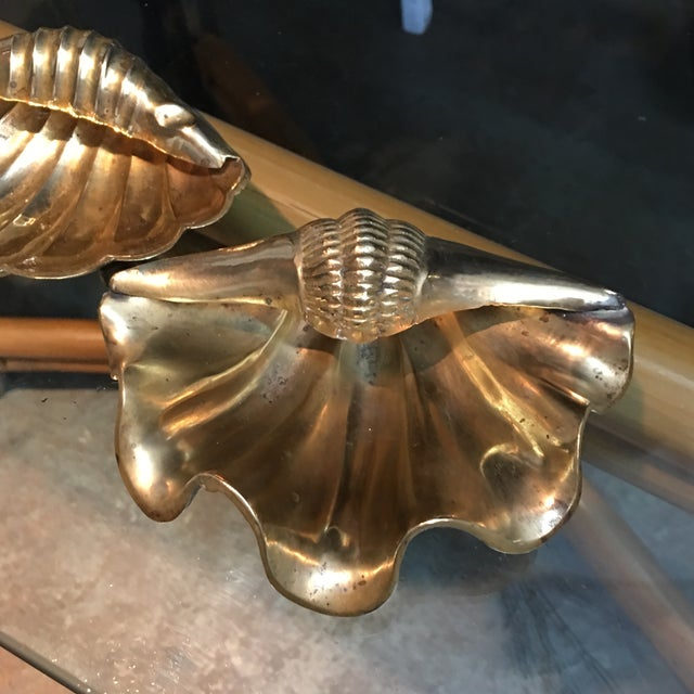 Pair of vintage 1960s solid brass seashells shaped catchalls. No maker's marks.