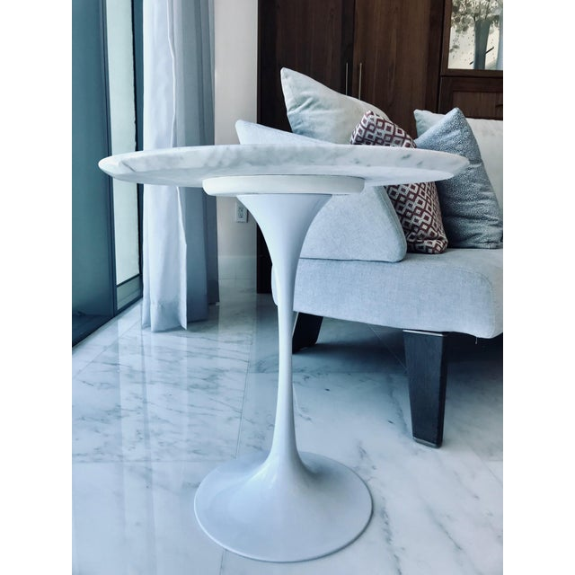 Carrara Marble Iconic Mid-Century Modern Tulip Side Table in Carrara Marble For Sale - Image 7 of 13