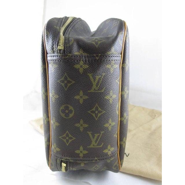 1990s Louis Vuitton Vintage LV Monogram Excursion Travel Shoe Bag W/ Padlock & Dustbag For Sale - Image 5 of 11