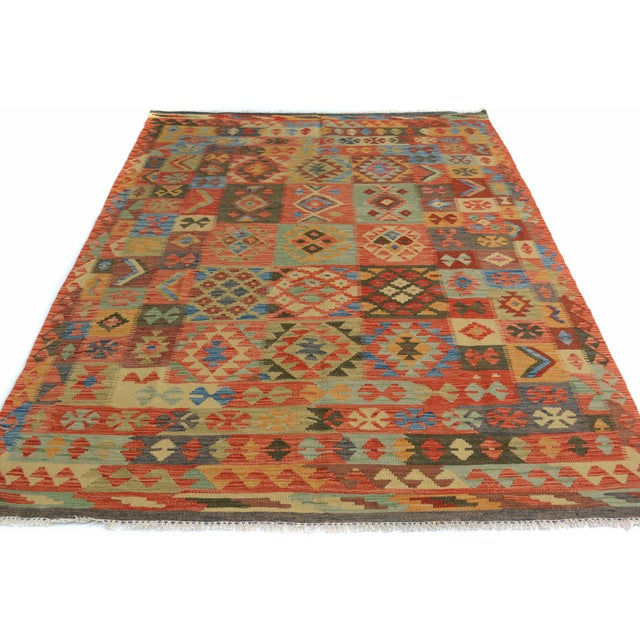"Kilim Arya Edison Red/Green Wool Rug - 5'7"" X 7'10"" For Sale - Image 5 of 6"