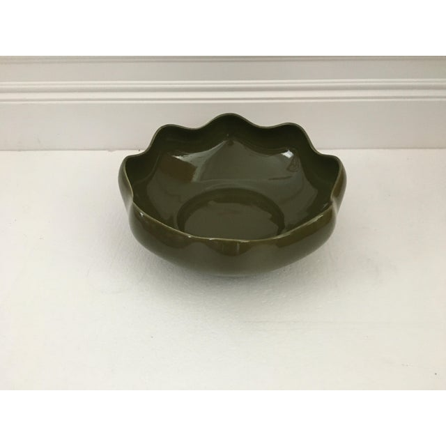 1980s 1980s Vintage Olive Green Ruffled Pottery Catchall For Sale - Image 5 of 9