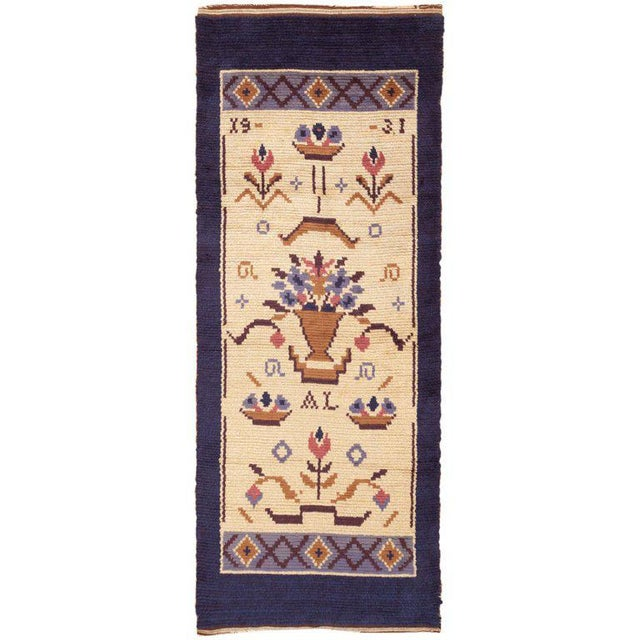 Vintage Swedish Wool Rug - 4′ × 9′7 For Sale In New York - Image 6 of 6