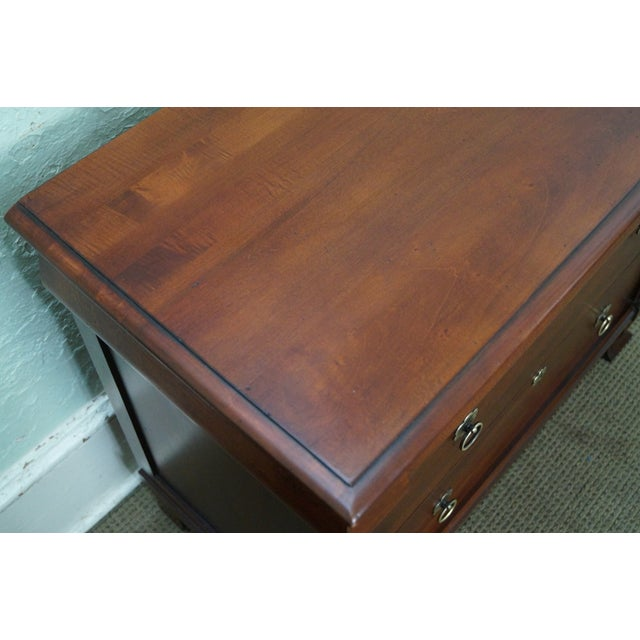 """Ethan Allen British Classics """"Daryn"""" Chests Nightstands - A Pair For Sale - Image 9 of 10"""