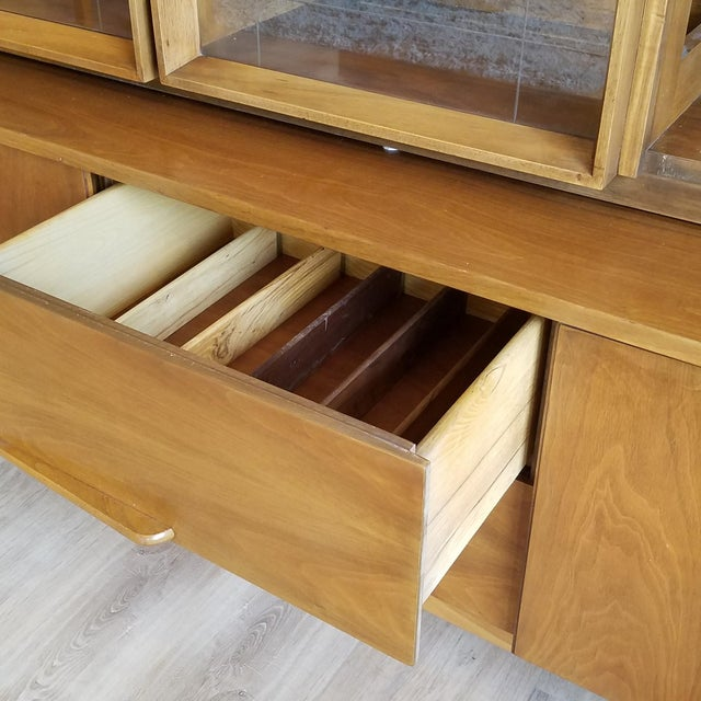 Vintage Mid-Century Modern Display Cabinet With Bi-Fold Doors For Sale - Image 10 of 13
