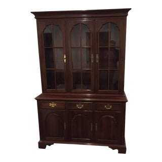 1980s Queen Anne Ethan Allen Solid Cherry Hutch For Sale