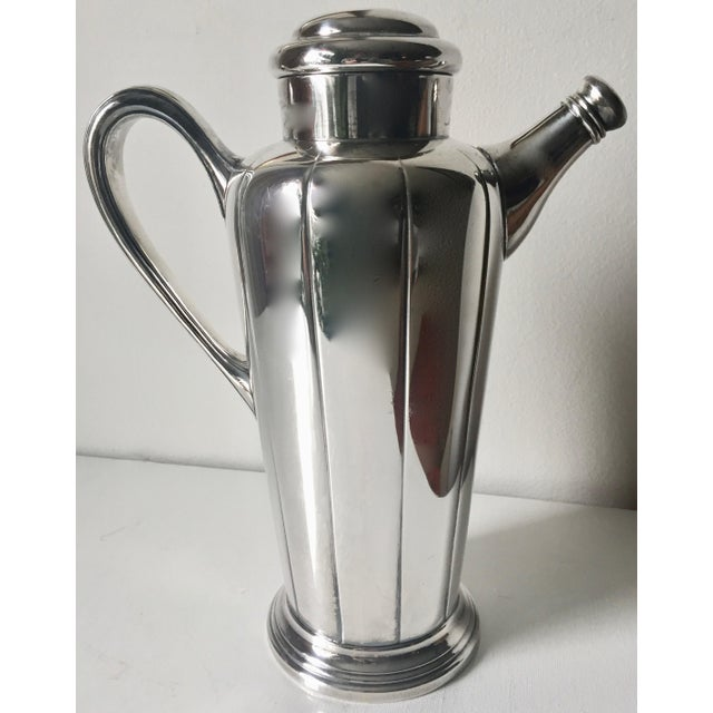 This fabulous antique Art Deco silver cocktail shaker is wonderful to display in a bar area and to use.Makes a great gift...