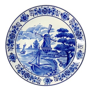 Early 20th Century Hand Painted Delft Blue and White Handpainted Plate For Sale