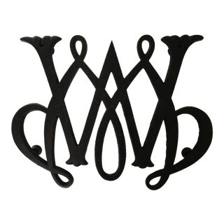 1950 - Virginia Metalcrafters William & Mary Cypher Black Cast Iron Trivet For Sale