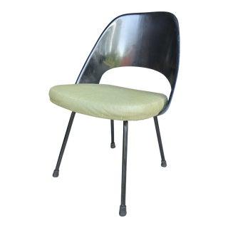 Eero Saarinen Knoll Bowetie Label Fiberglass Side Chair For Sale