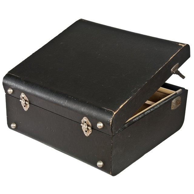 Vintage Wheary Aviatrix Travel Suitcase - Image 4 of 5