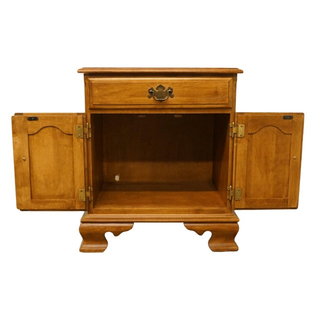 """Late 20th Century 20th Century Early American Ethan Allen Heirloom Nutmeg Maple 22"""" Cabinet Nightstand For Sale - Image 5 of 13"""