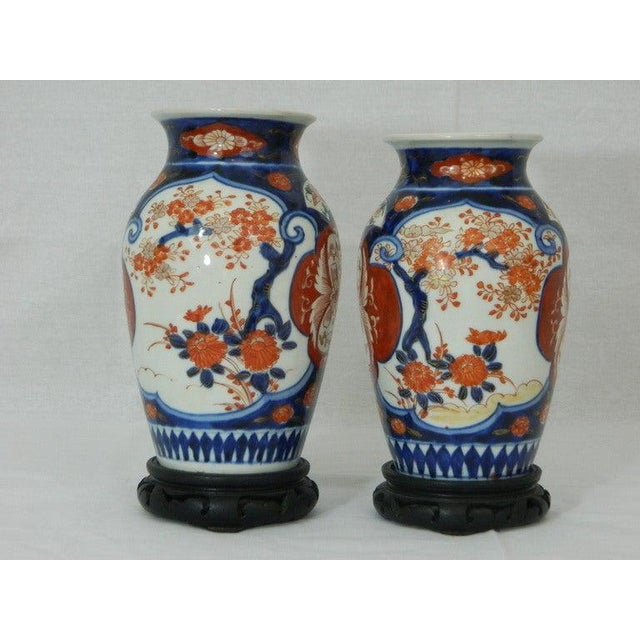 Imari Porcelain Pair of Imari Vases Depicting Floral Decorations on Stands, 19th Century For Sale - Image 4 of 8