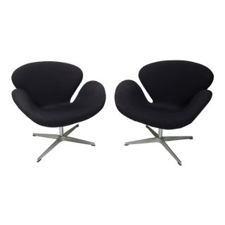 Pair of Vintage Modern Style Swan Chairs For Sale