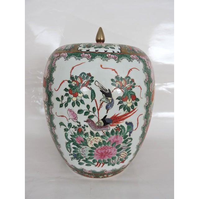 Antique 'Chinese Opera' Rose Mandarin Lidded Porcelain Ginger Jar With Gilt Finial For Sale - Image 4 of 11