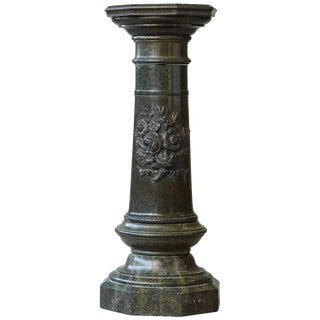 Victorian Green Marble Pedestal With Revolving Top and Carved Floral Medallion For Sale