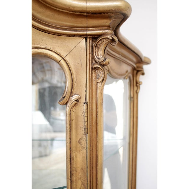 Gold Early 20th Century Louis XV Style Giltwood Carved Vitrine Display For Sale - Image 8 of 12