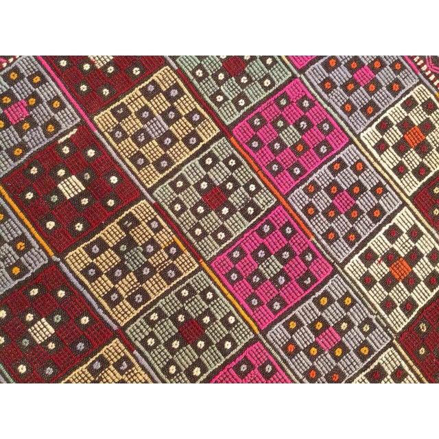 "Turkish Vintage Kilim Rug - 4'9"" X 6'2"" For Sale - Image 5 of 7"