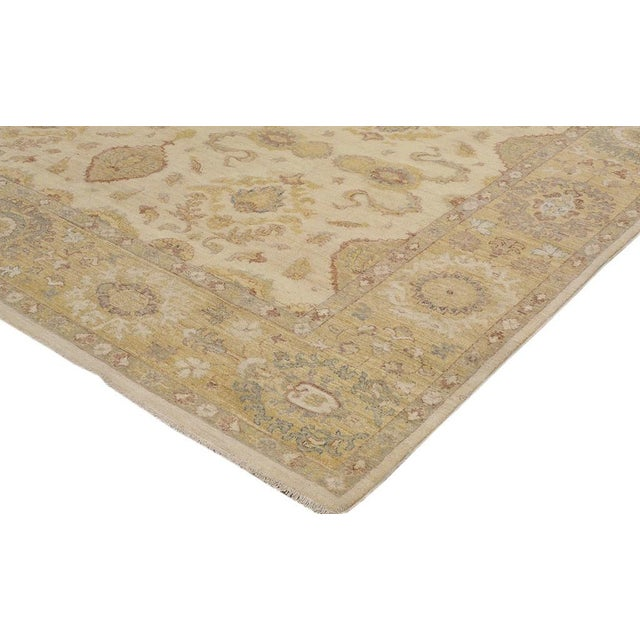 Give your interiors the right blend of warmth and luxury with this charmingly gorgeous rug hand knotted by master weavers...