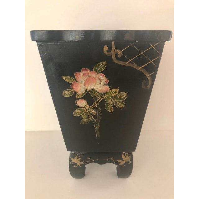 Chinoiserie Mid 20th Century Black Lacquer Cachepot With Chinoiserie Detail For Sale - Image 3 of 5