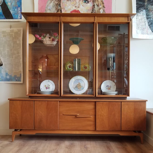 Vintage Mid-Century Modern Display Cabinet With Bi-Fold Doors For Sale - Image 12 of 13