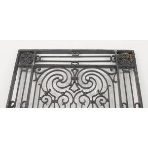 American Victorian style (19/20th Cent) iron gates with filigree scroll design and lattice base For Sale - Image 9 of 11