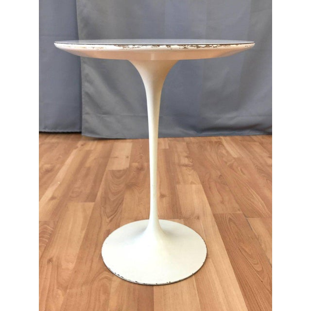 Knoll Early Eero Saarinen for Knoll Pedestal Collection Oval Side Table For Sale - Image 4 of 12