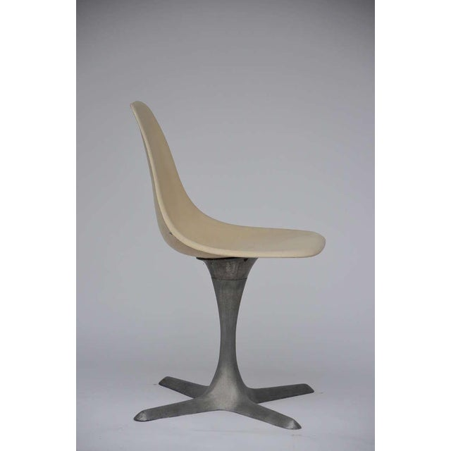 1970s Set of 4 American 70's Brushed Aluminum and Eggshell Chairs For Sale - Image 5 of 9