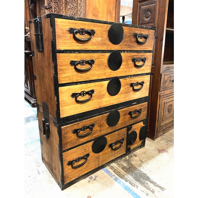 Japanese Mid 19th Century Japanese Meiji Period Kiri Wood Tansu Clothing Cabinet For Sale - Image 3 of 13