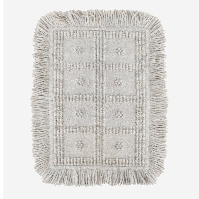 Boho Chic Light Gray Wool Rug For Sale - Image 4 of 4