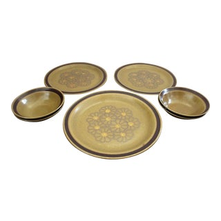 1960s Vintage Berkeley House China Stoneware Daisybelle Pattern Dish Set- 7 Pieces For Sale