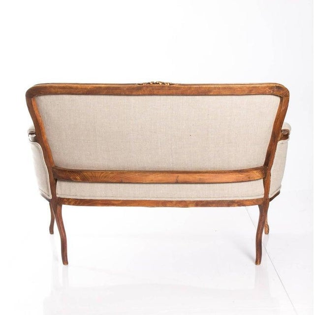 Antique Louis XV Style Walnut Settee in Ivory Linen For Sale - Image 9 of 10