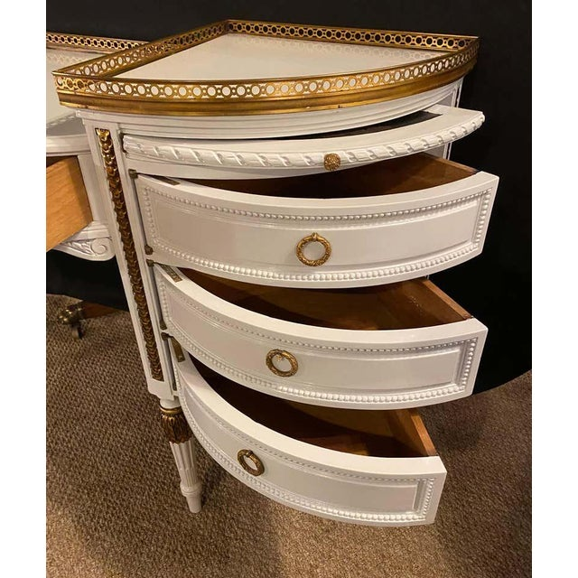 French Louis XVI Style Ladies Vanity / Writing Desk in Dove Gray Lacquer For Sale - Image 3 of 13
