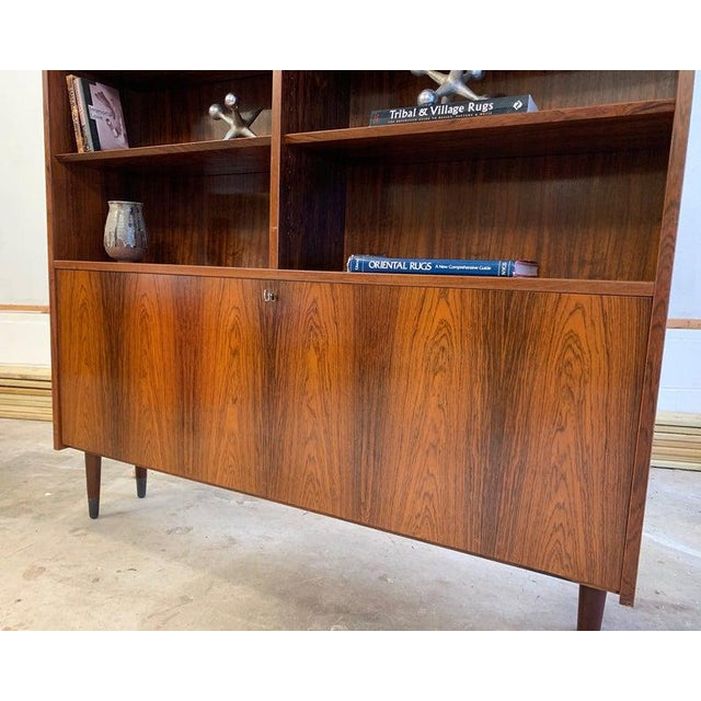 1960s Danish Mid Century Modern Rosewood Bookcase / China Cabinet For Sale - Image 5 of 11