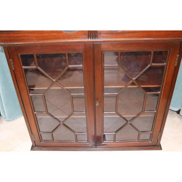 Mid-20th Century Traditional Mahogany Wall Curio Cabinet For Sale - Image 4 of 7