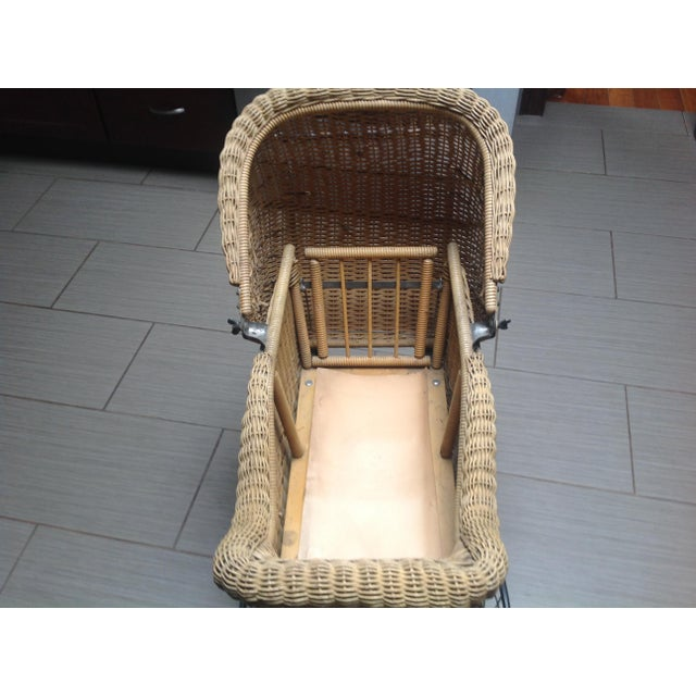 Early 1900's Victorian Baby Wicker Buggy For Sale - Image 5 of 10