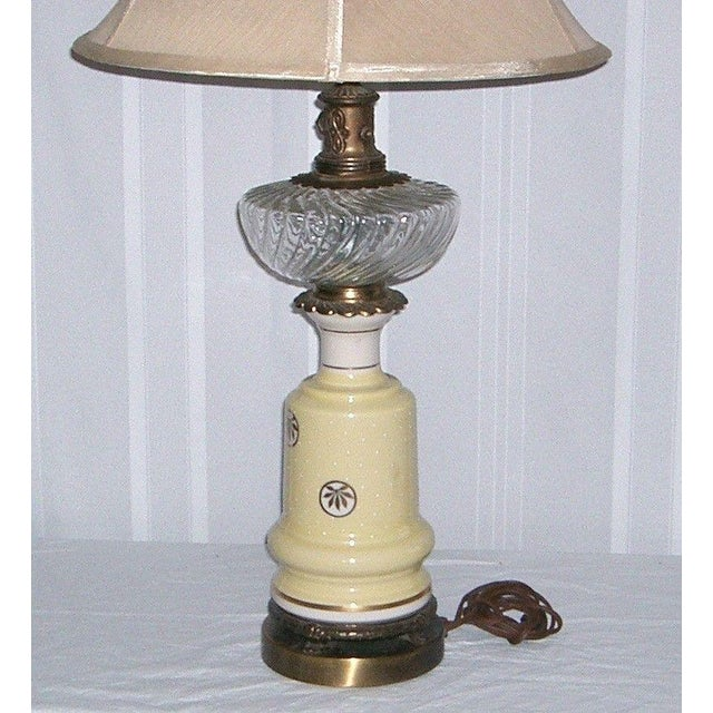 1940's Yellow Porcelain & Glass Table Lamp - Image 5 of 6