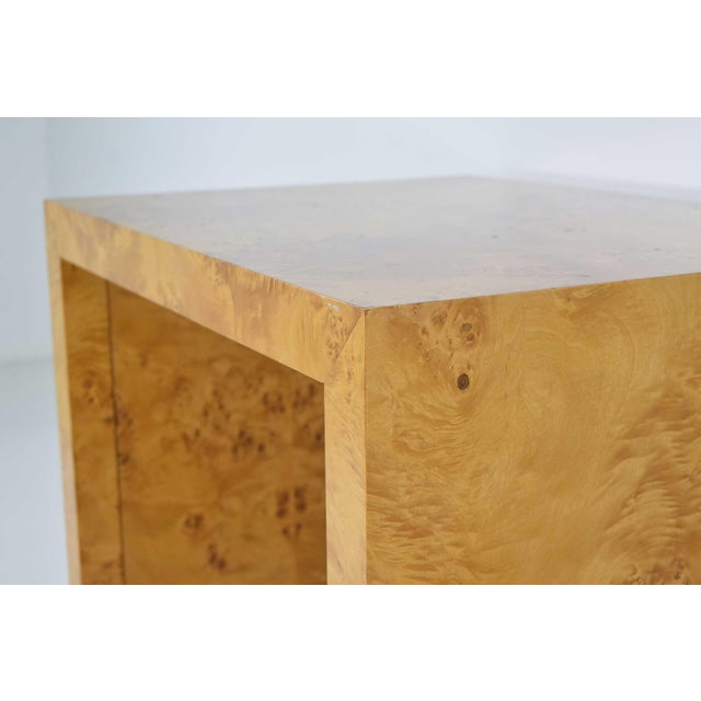 Beautiful side table in burl wood by Milo Baughman. Made in the 1970s.