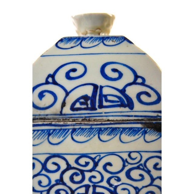 Antique White Chinese 19th Century Blue & White Urns - A Pair For Sale - Image 8 of 10