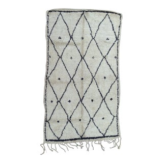 Beni Ourain Rug- 5′6″ × 9′6″ For Sale