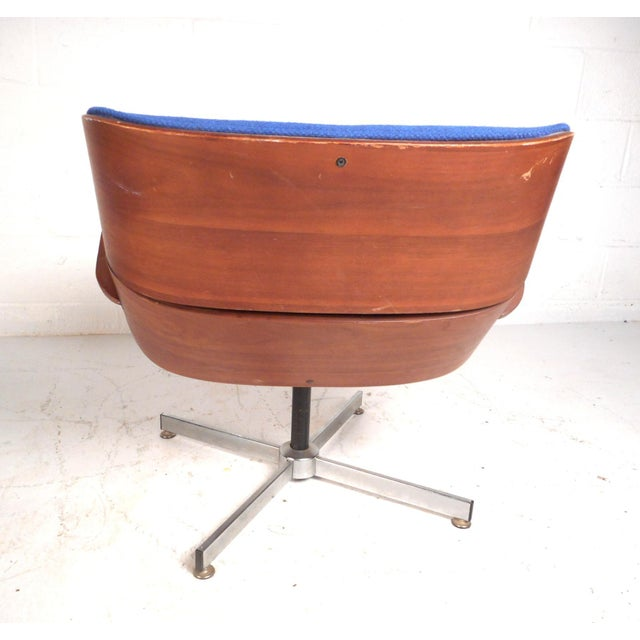 Vintage Modern Eames Style Swivel Lounge Chair and Ottoman For Sale In New York - Image 6 of 13