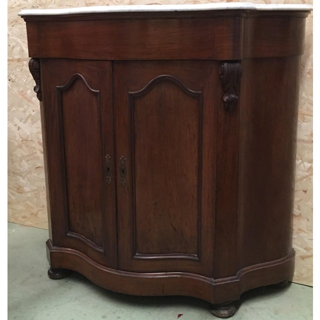 Abstract 19th Century Walnut and White Marble Linen Press With One Door For Sale - Image 3 of 12