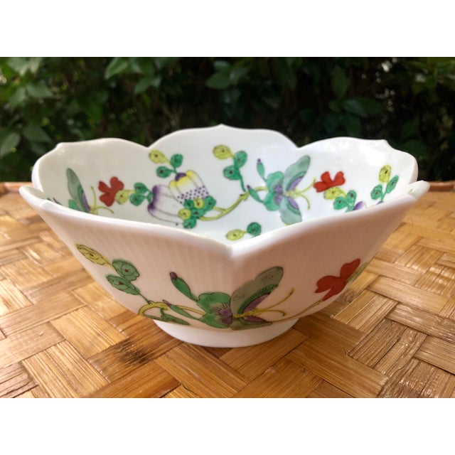 Chinoiserie Mid Century Vintage Chinese Famille Verte Green Butterfly and Floral Porcelain Lotus Bowl For Sale - Image 3 of 10