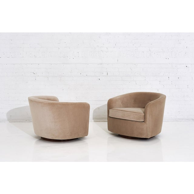 Milo Baughman Swivel Barrel Chairs on Walnut Bases, 1960 For Sale In Chicago - Image 6 of 10