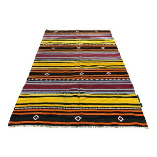 1960s Vintage Traditional Turkish Boho Decor Kilim Rug- 5′4″ × 8′10″ For Sale