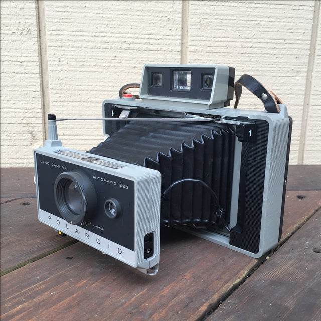 This is an awesome and nostalgic 1970s Polaroid Land Camera. This camera comes with its original carrier case, attachable...
