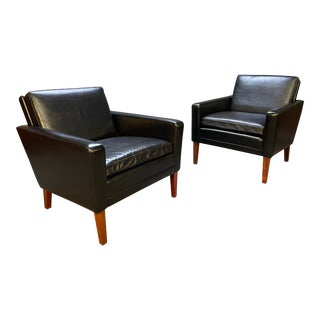 Pair of Vintage Danish Mid Century Modern Club Chairs in Leather and Rosewood For Sale