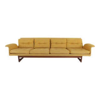Mid-century Modern Sofa in the Scandinavian style