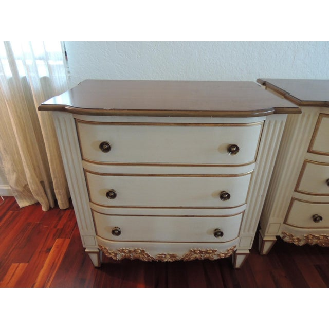 Pair of Neoclassical Style Natural and Gold Leaf Detail Nightstands For Sale In Miami - Image 6 of 10